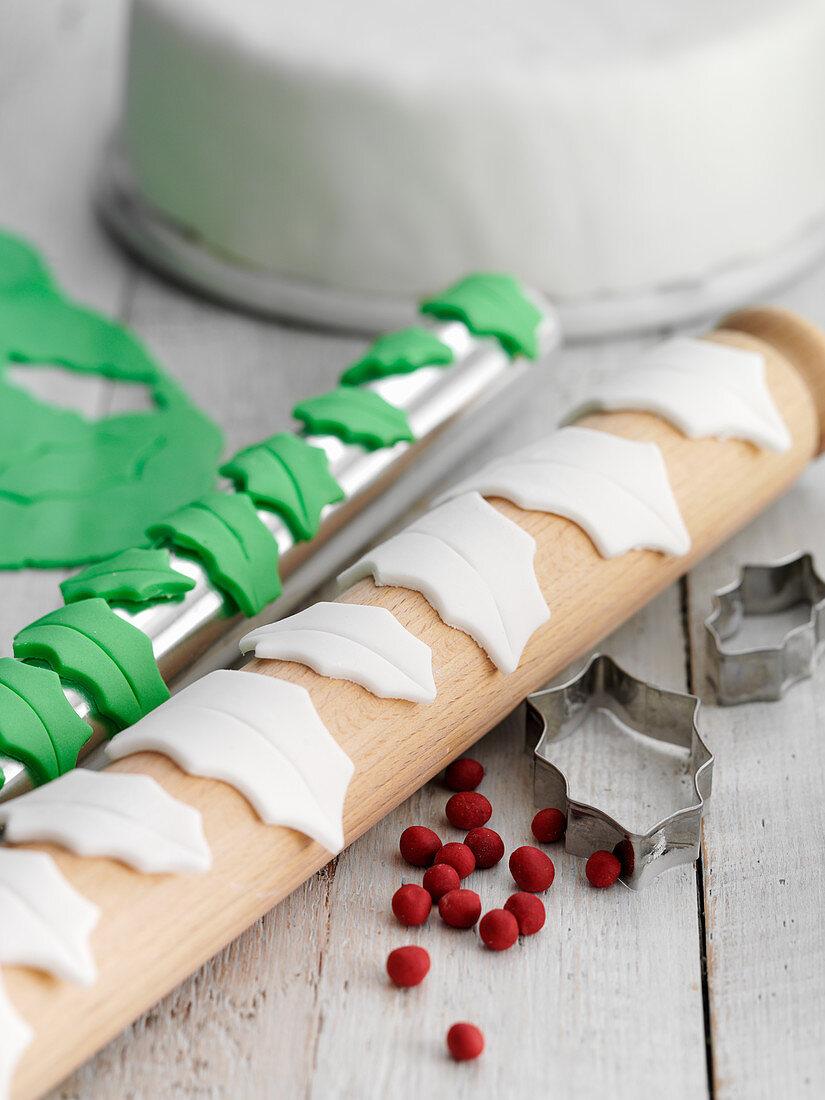 Fondant decoration for Christmas cake