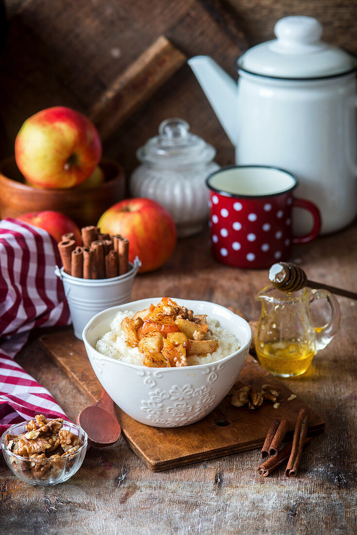 Rice pudding with apples, cinnamon and nuts