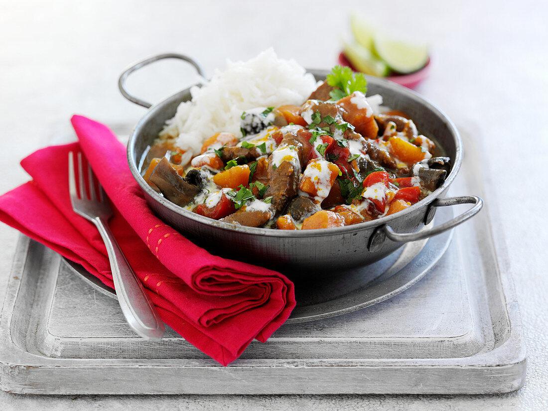 Rindfleischcurry mit Reis (Asien)