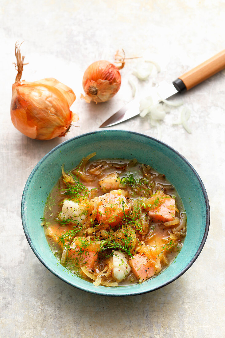 Onion and fish soup with white wine and dill
