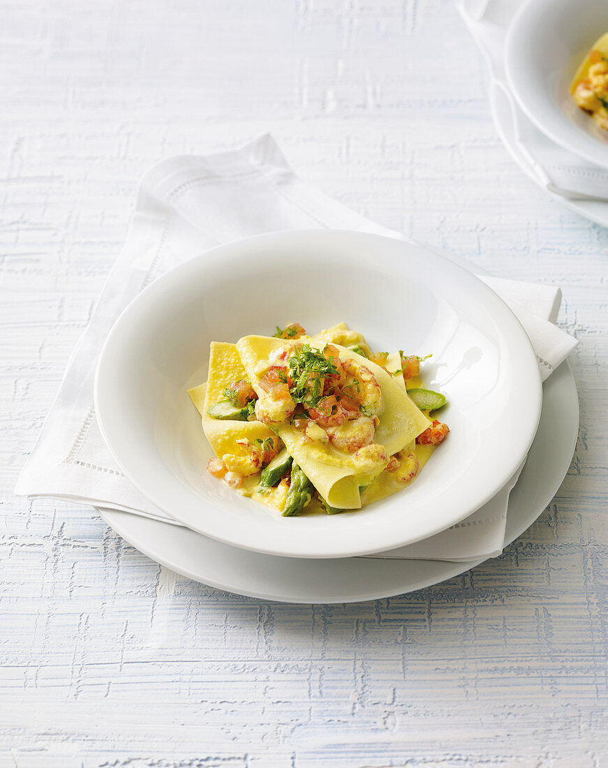 Open lasagne with crayfish and green asparagus
