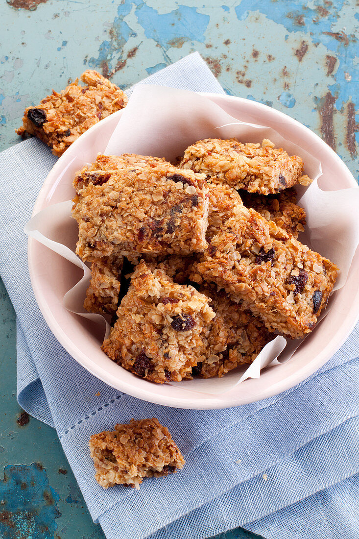 Heathy oatmeal cookies with raisins and dates