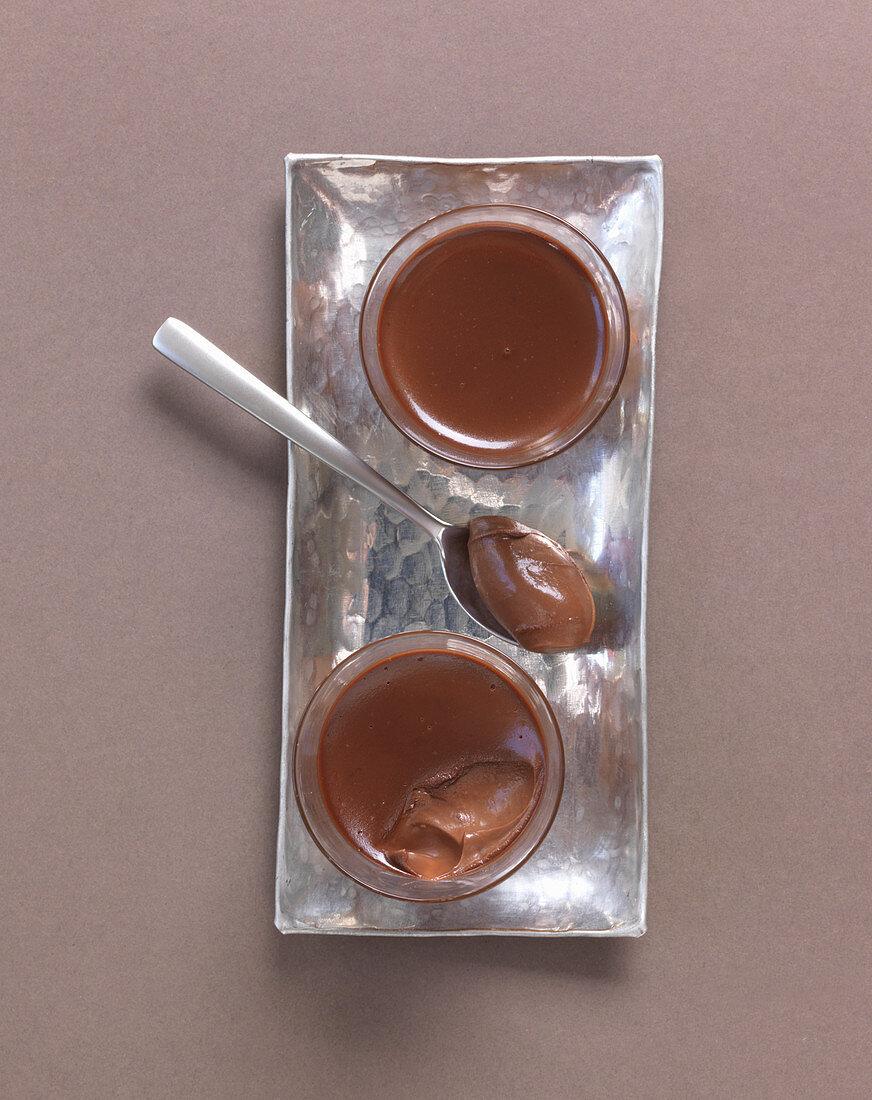 Dark chocolate cream with tonka beans