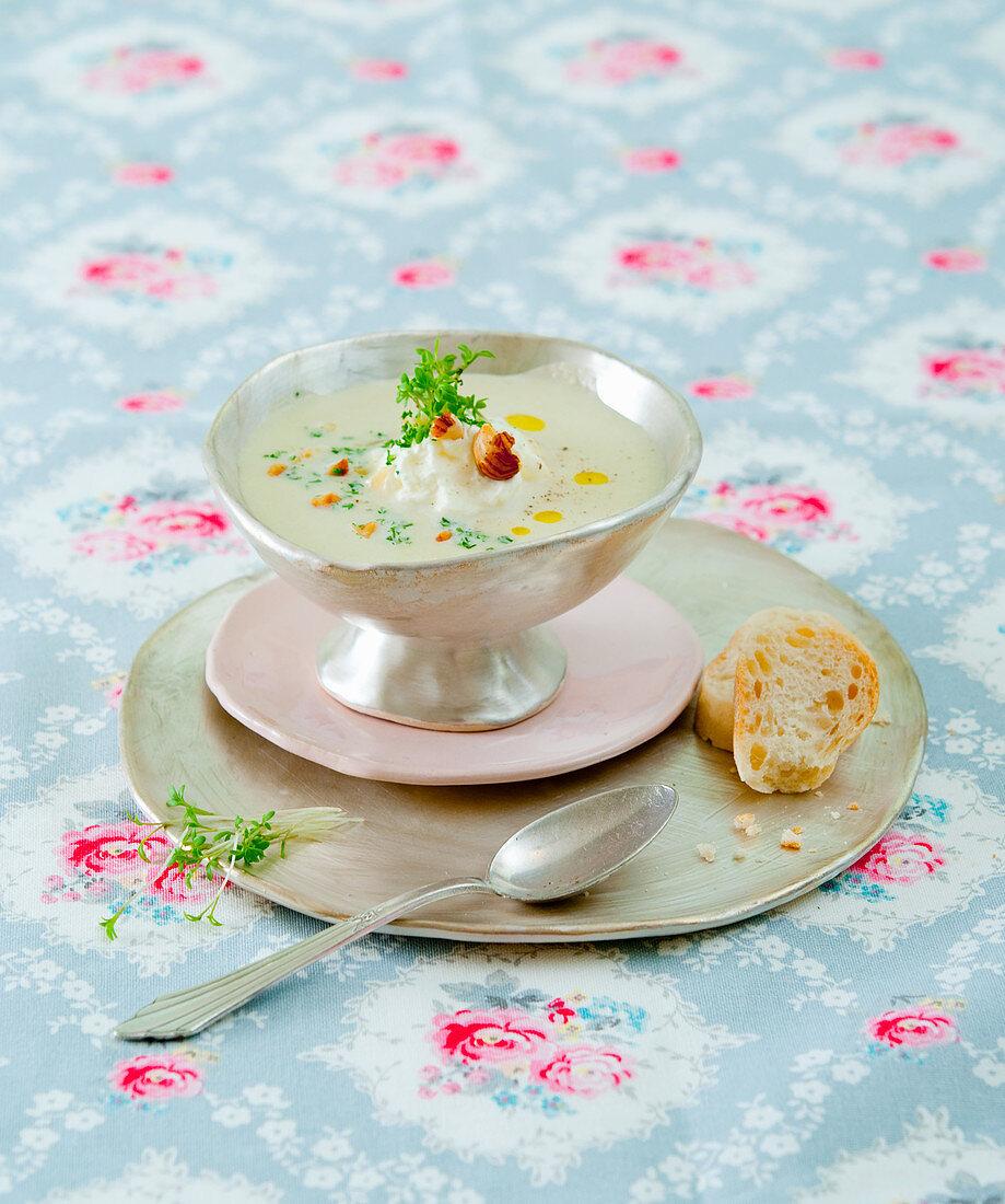 Jerusalem artichoke soup with hazelnuts and cress