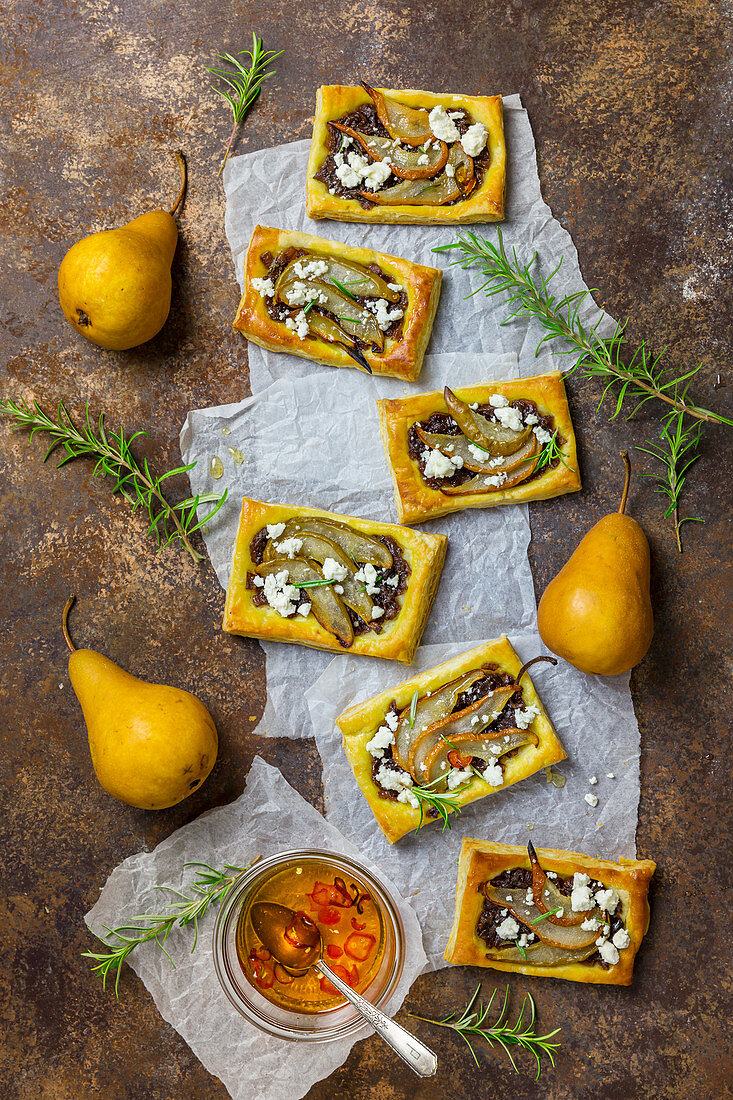 Pear and goat's cheese slices with rosemary