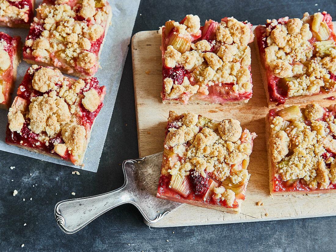 Rhubarb crumble cake with raspberries