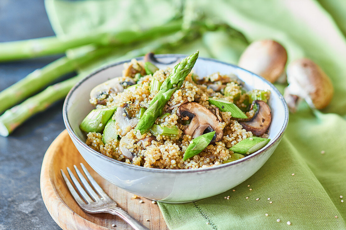 One pot quinoa with asparagus and mushrooms