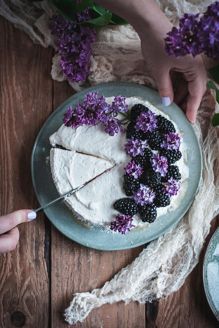 No-bake Coconut and Blackberry Cake (Vegan and Glutenfree)