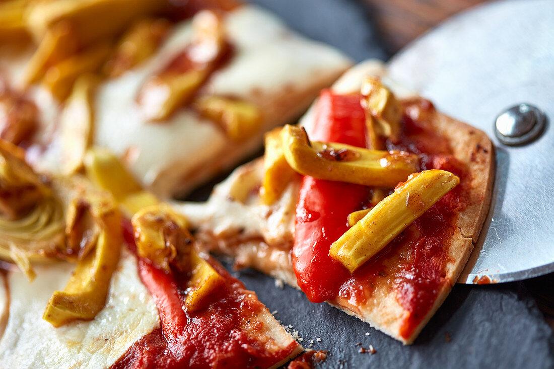 Pizza with jackfruit