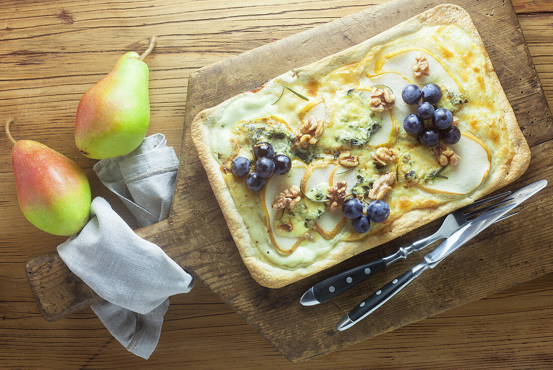 Tarte flambée with pears, blue cheese and walnuts