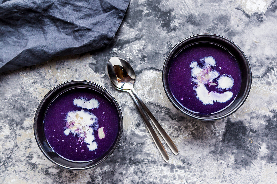 Red cabbage soup with cream and Parmesan shavings