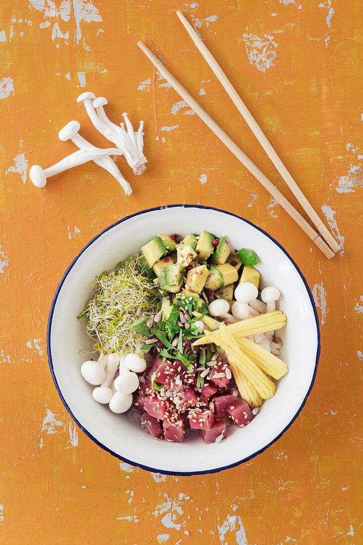 Poke bowl with tuna fish, avocado, broccoli shoots and enoki mushrooms on sushi rice (Hawaii)