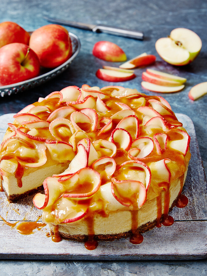 Cheesecake with sliced apple and caramel sauce
