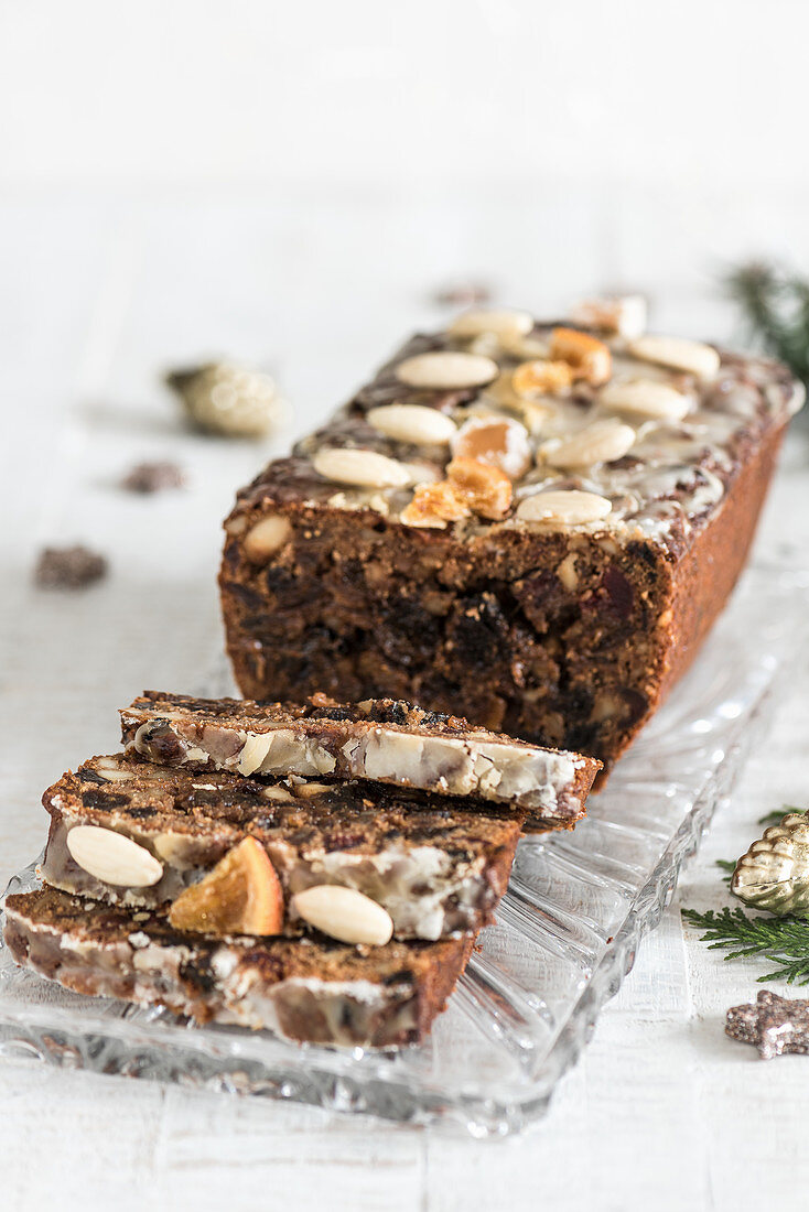 Fruit bread with almonds, sliced (Christmas)