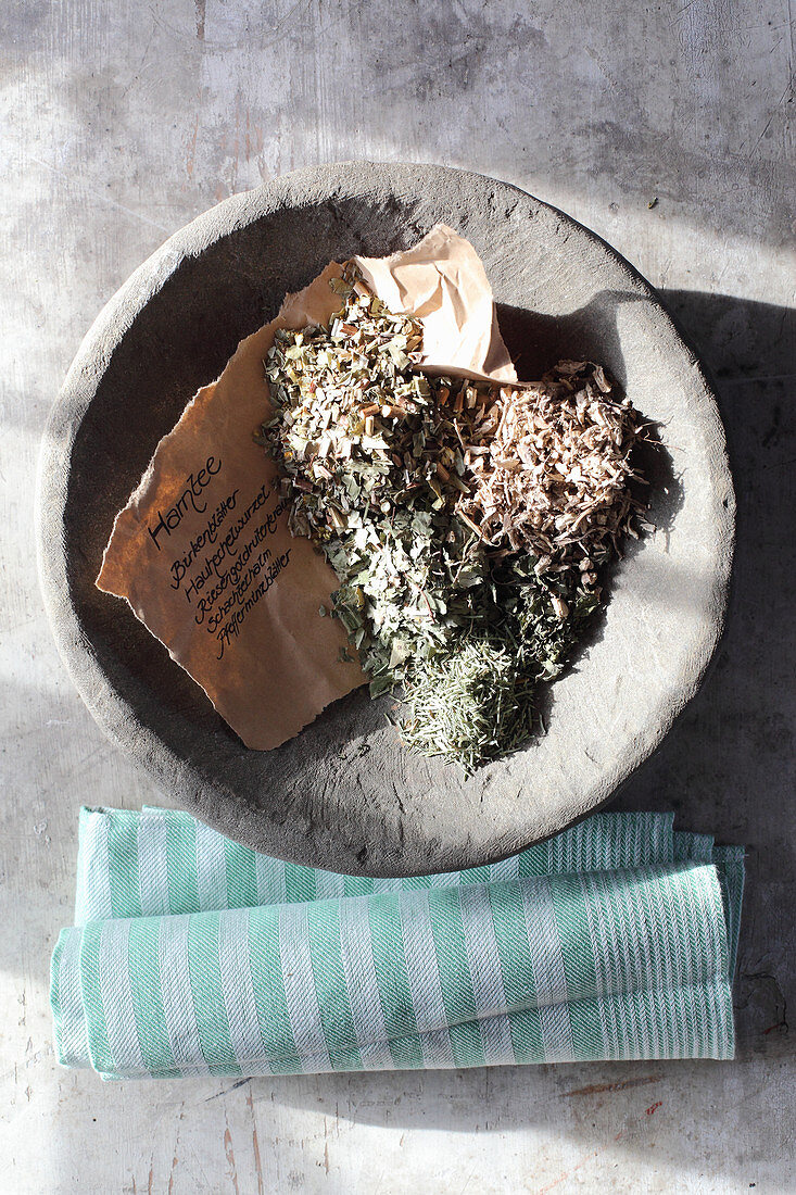 Mix-it-yourself medicinal tea for the urinary tract (birch leaves, restharrow, goldenrod, horsetail and peppermint)