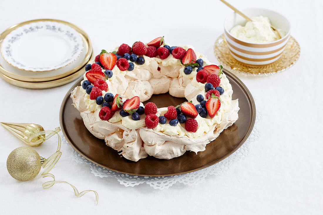 Christmas with Woman s Day - All the trimmings! - Pavlova Wreath