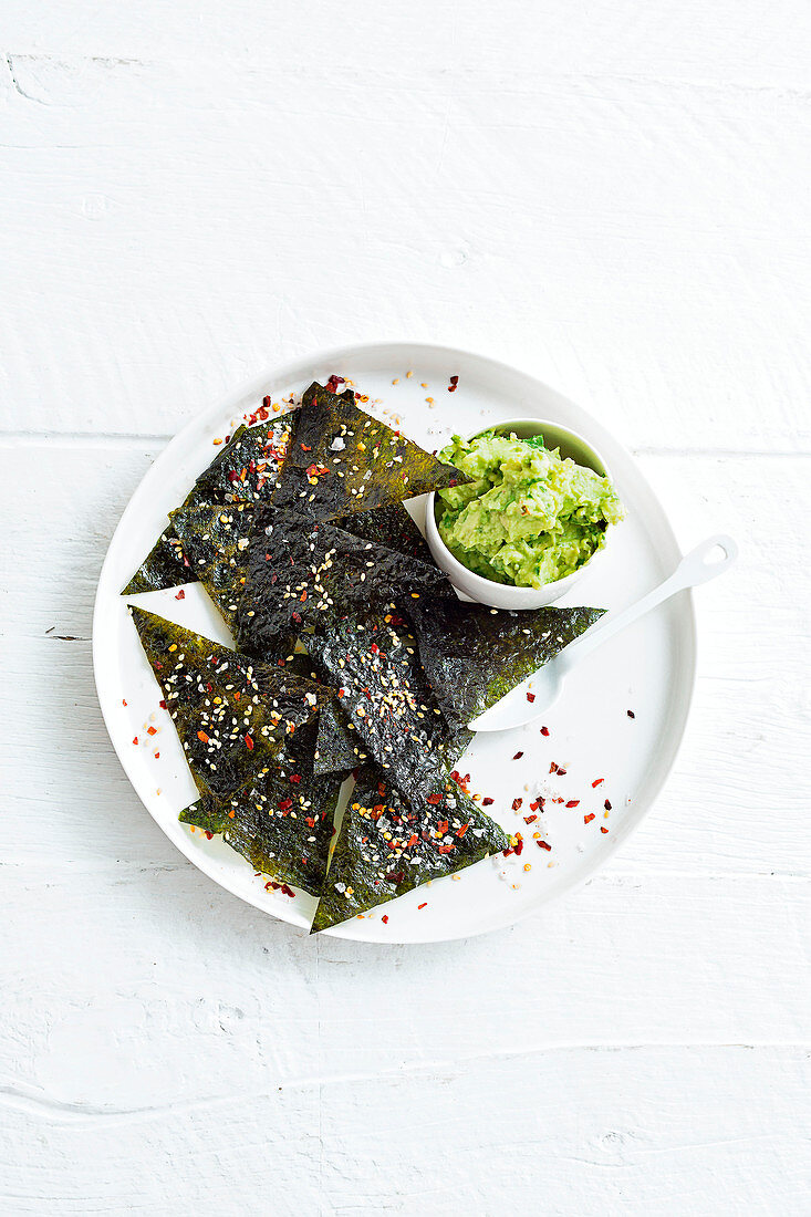 Algae chips with chilli and sesame seeds, and an avocado dip