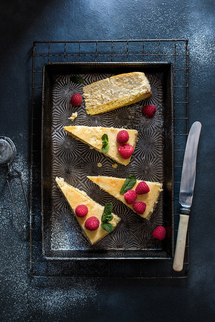 Baked cheesecake sliced view from above