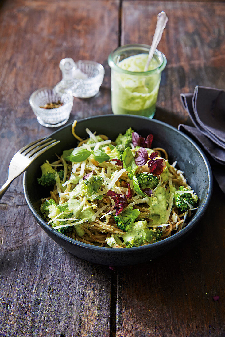 Wholemeal spaghetti with a yoghurt and herb pesto