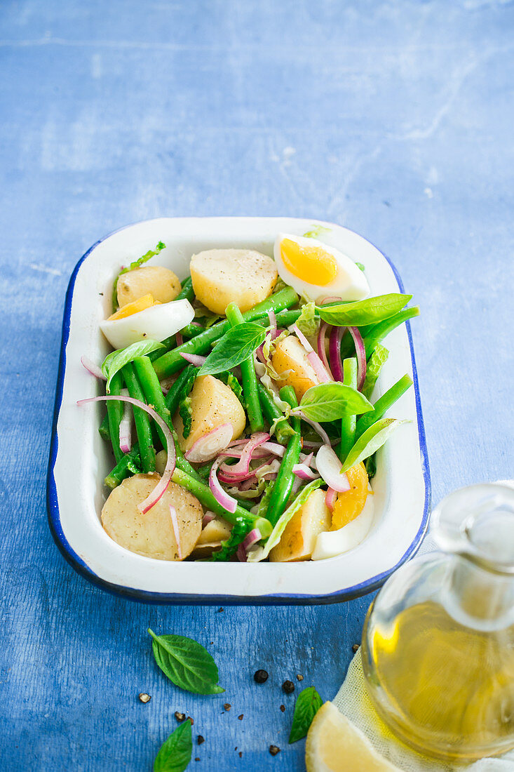 Green beans and potatoes salad