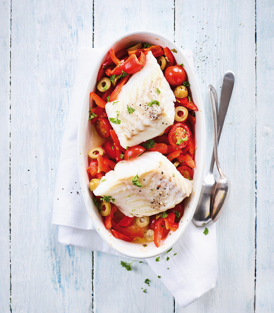 Baked cod with peppers, tomatoes and olives (low carb)