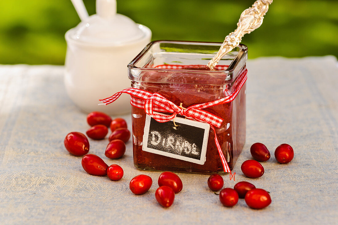 Dirndl jam (cornelian cherry jam)