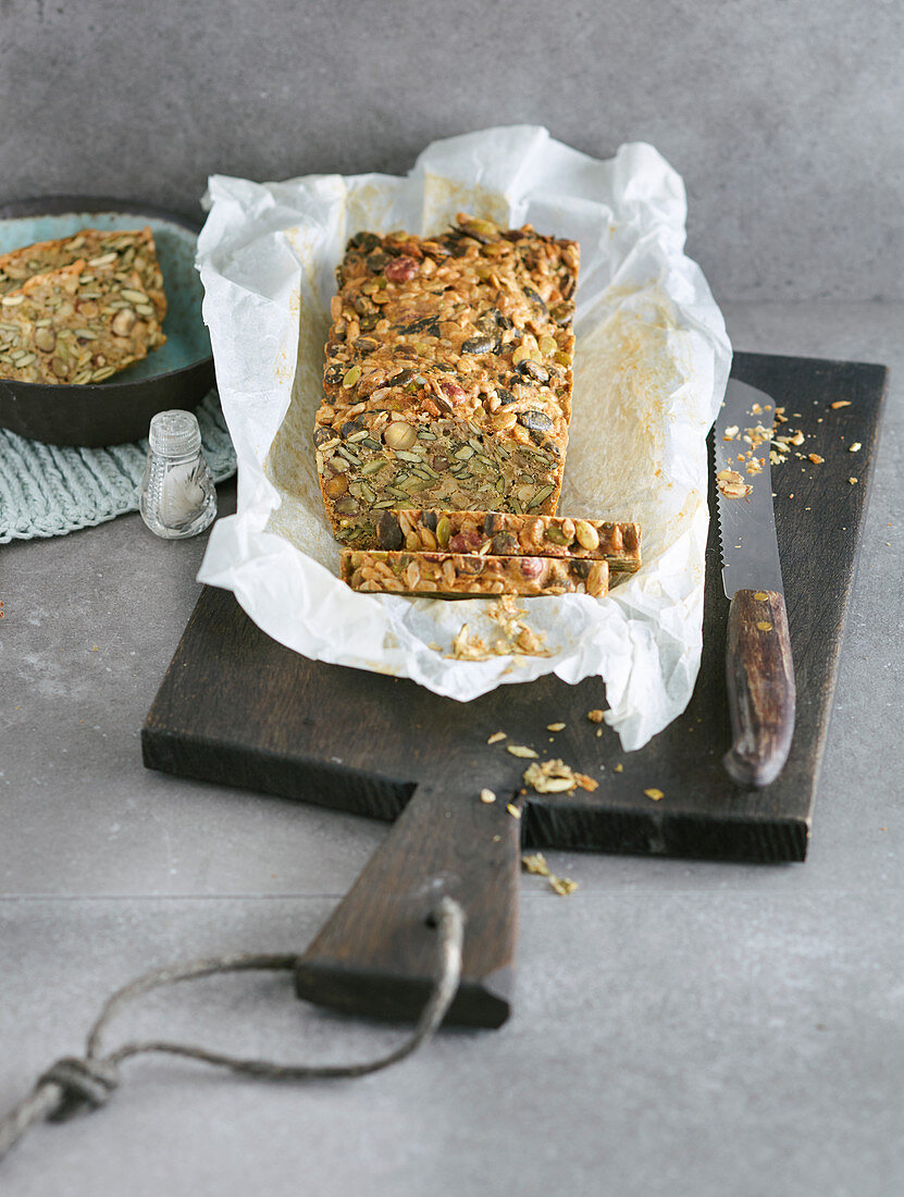 Nut bread with a seed mix (low carb)