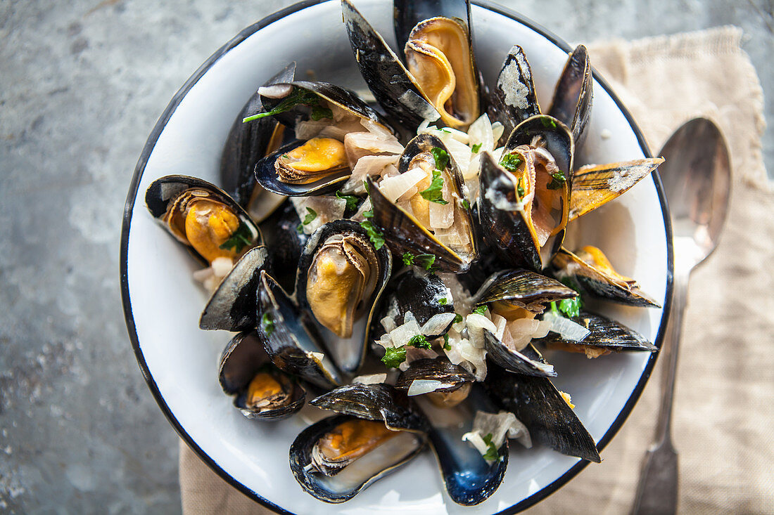 Mussels cooked in white wine