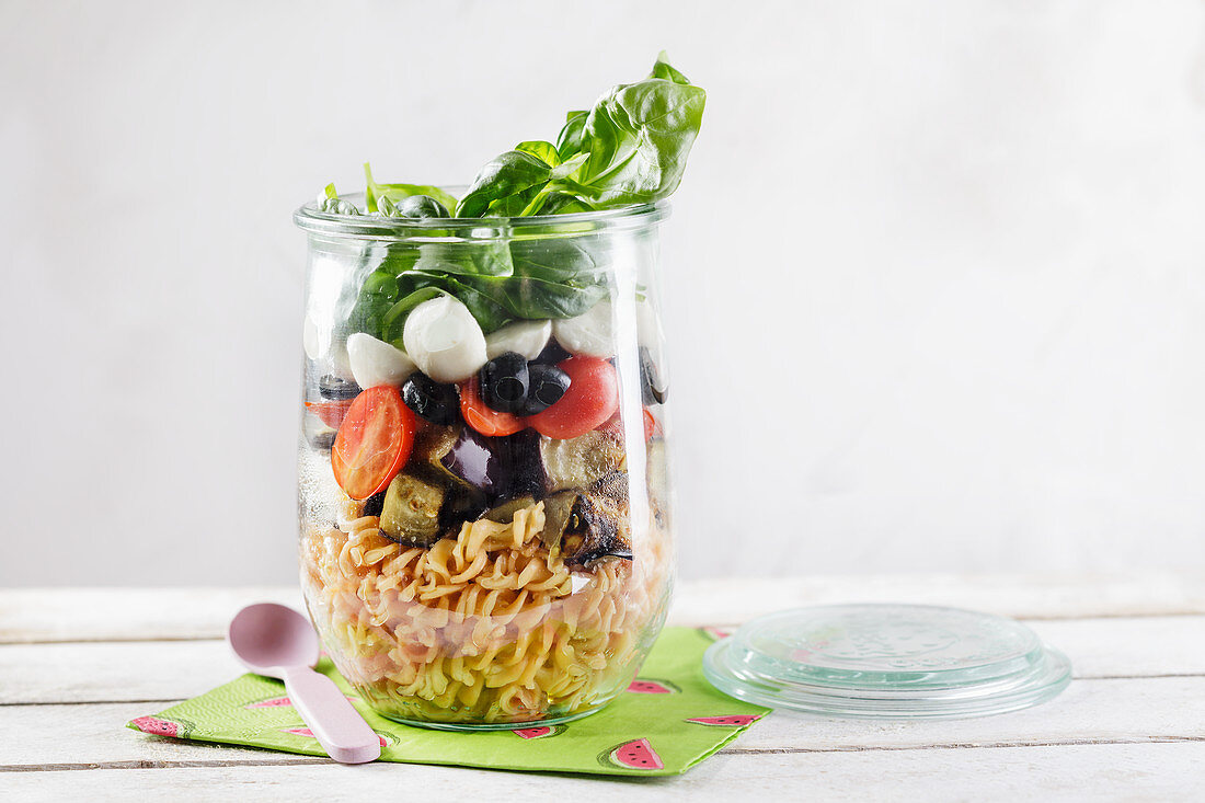 Low-carb Italian noodle salad in a jar to take away