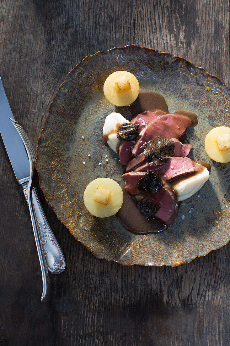 Veal heart sous vide with celeriac and slice apples