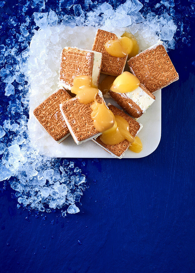Lime ice cream sandwiches with meringue and lemon curd