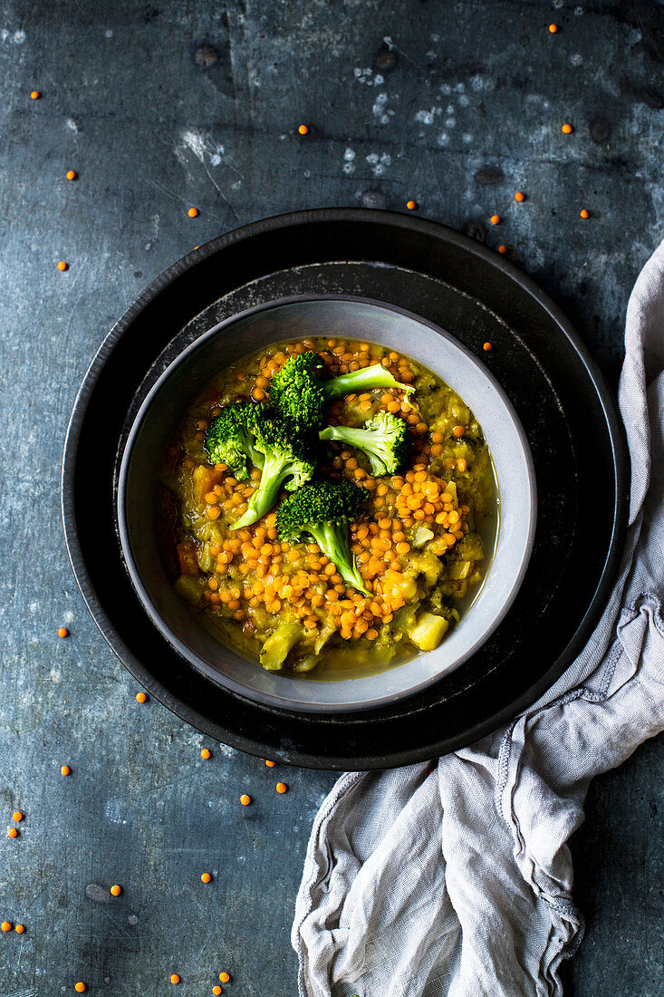 Lentil stew with red lentils and broccoli