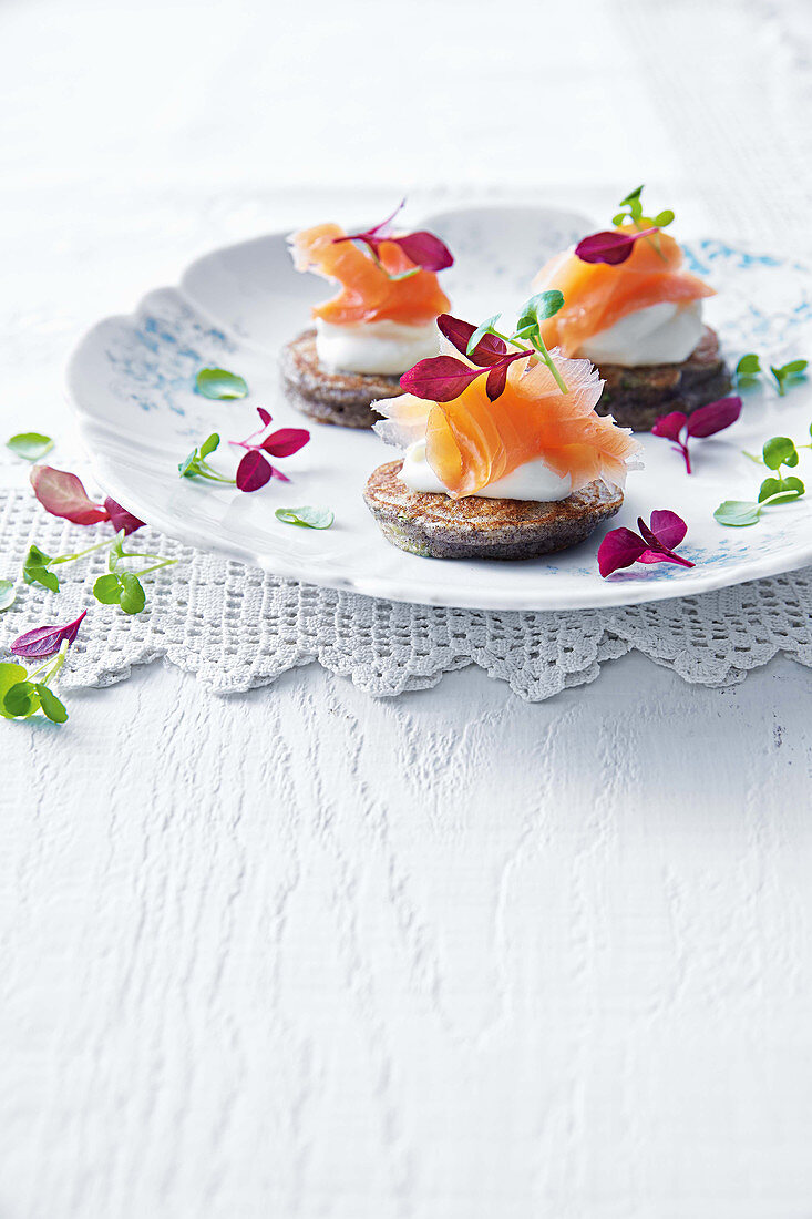 Buckwheat and zucchini blini with smoked salmon