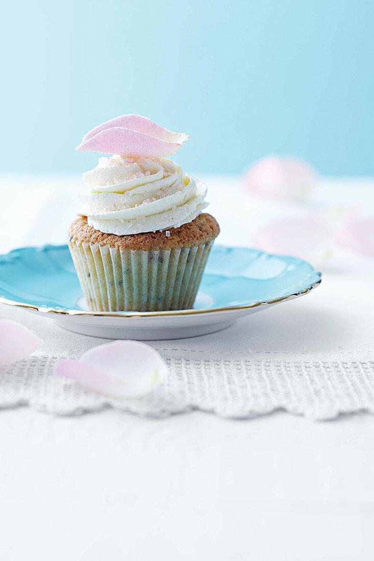 Rose tea and raspberry cupcakes