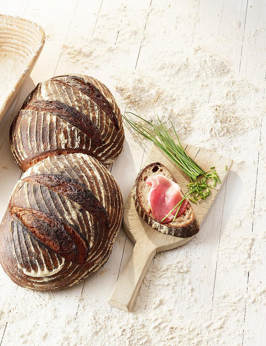 Wheat bread (dark baked) with ham