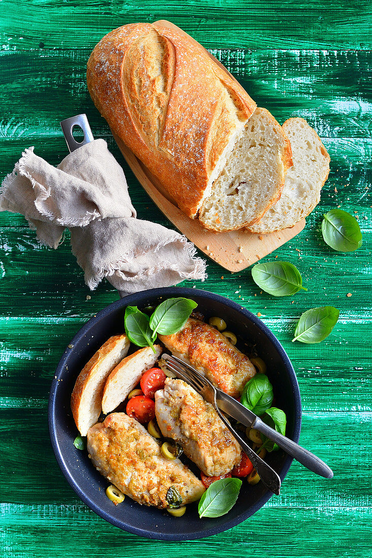 Turkey fillet in pesto, with cherry tomatoes, pan dish