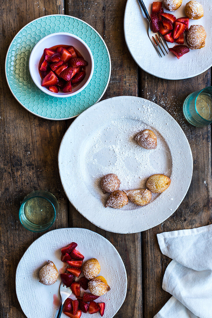 Lemon and ricotta fritters with strawberries in gin