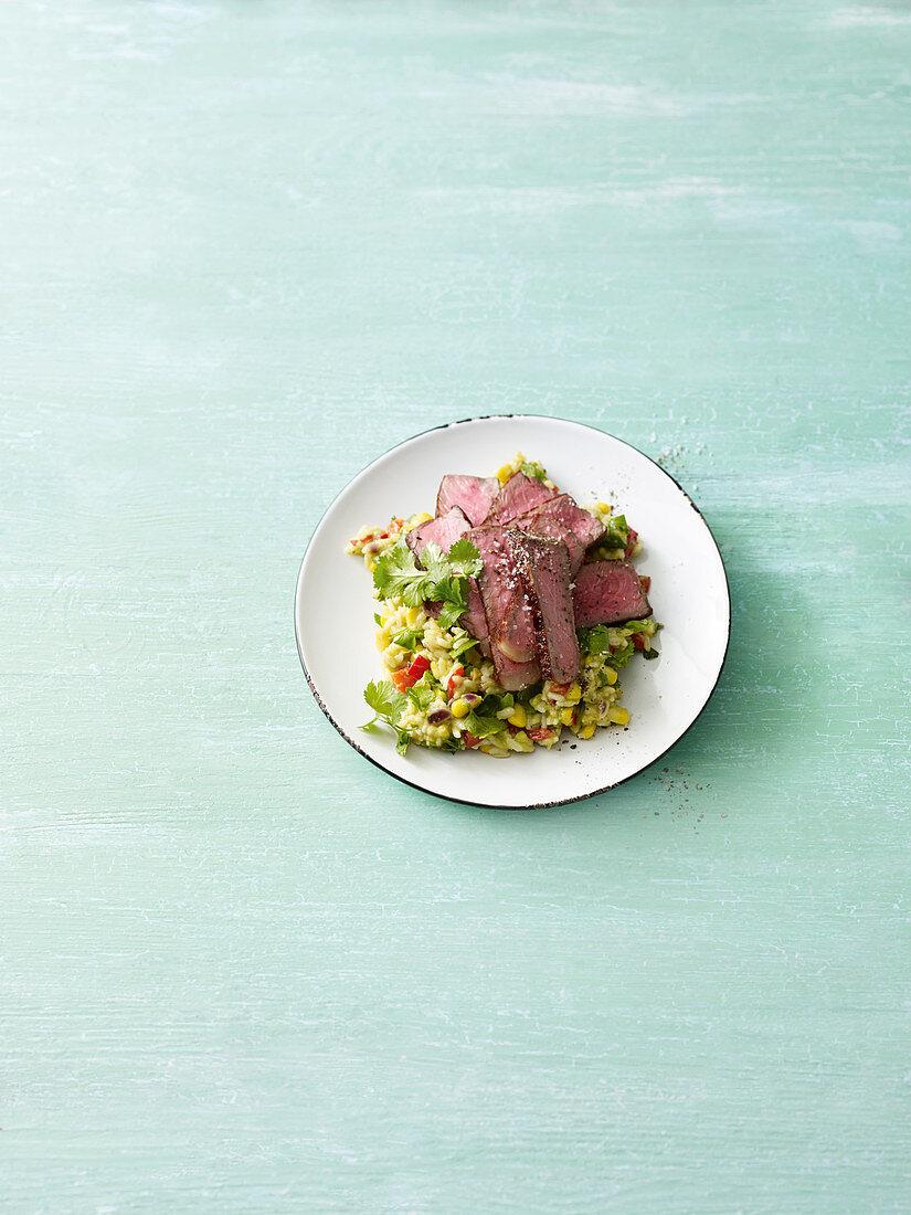 Guacamole-Reis mit Steakstreifen