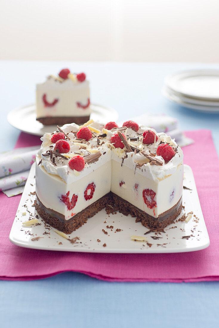 Ricotta cheesecake with raspberries