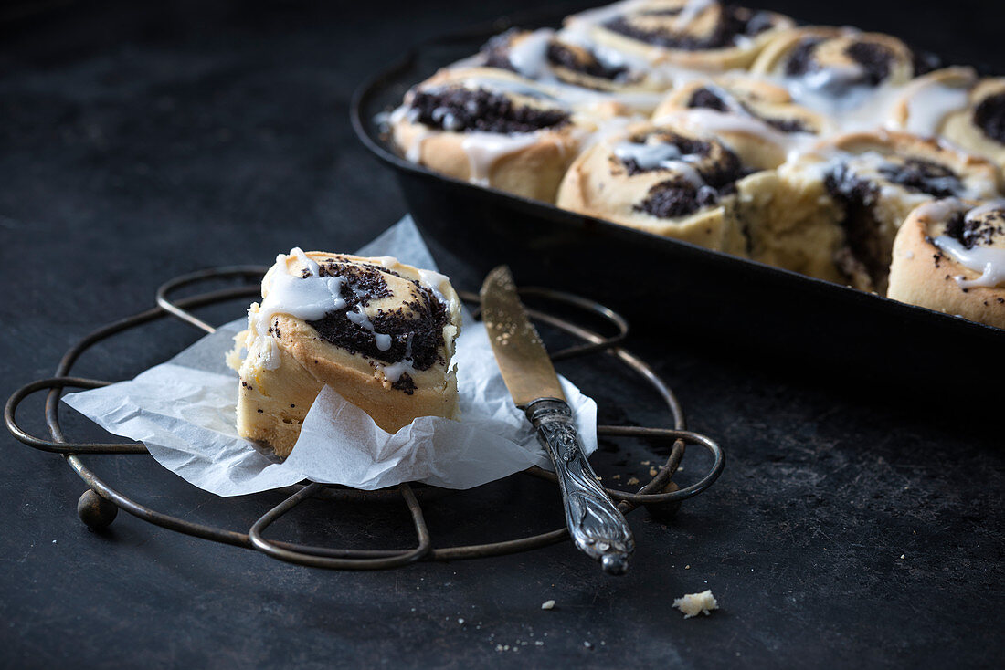 Vegan poppy seed buns with icing
