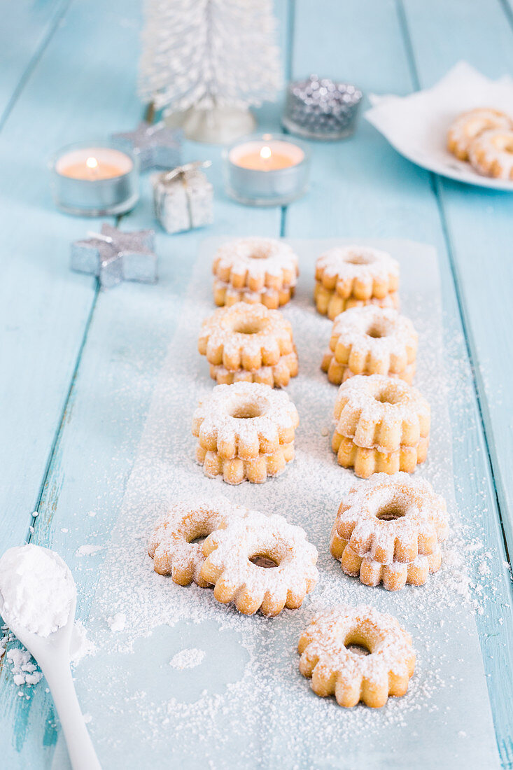 Canestrelli (Christmas almond biscuits, Italy)