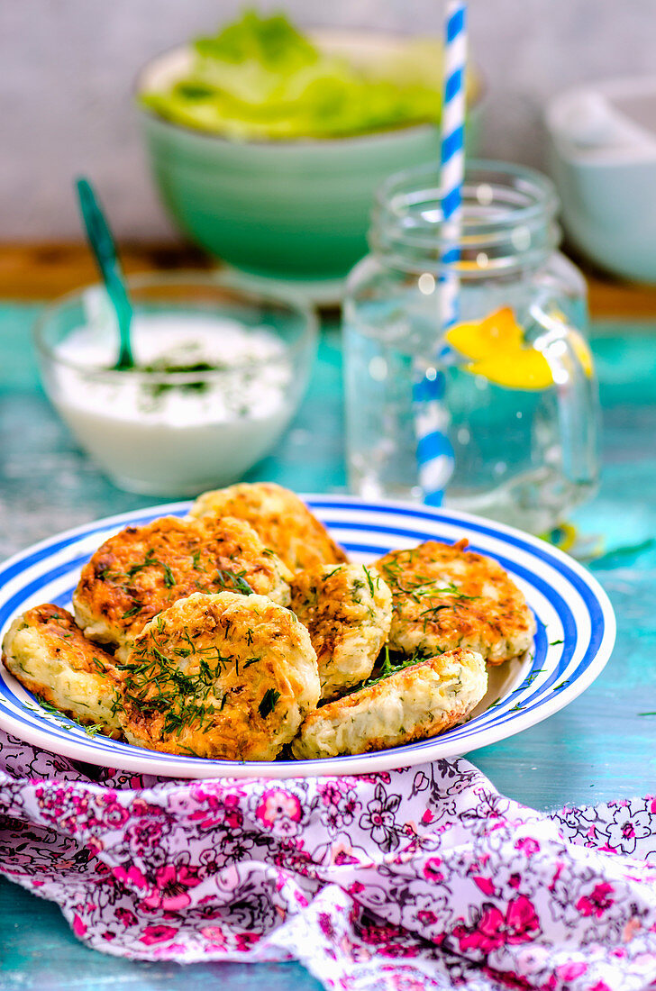 Cabbage fritters with herbs