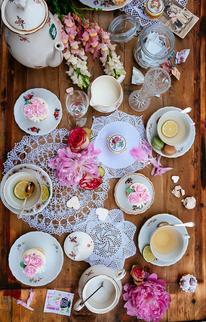 High tea with brocante dishes