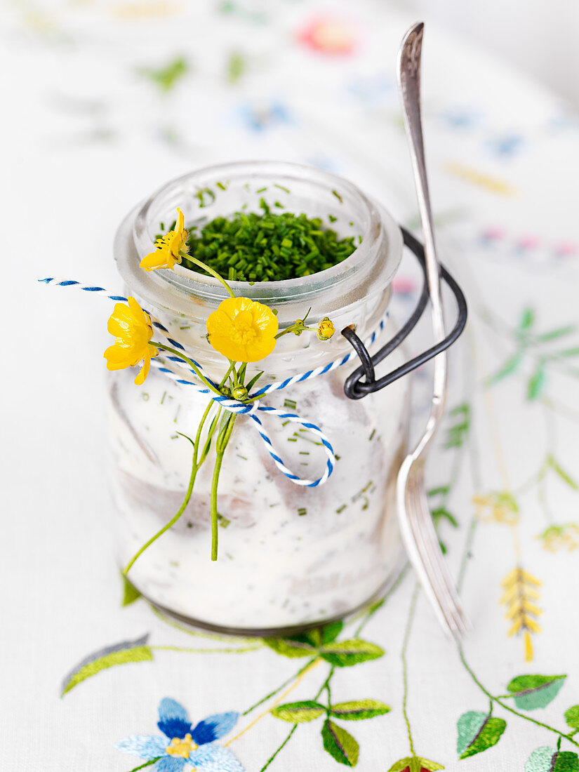Herring in sour cream with chives (Sweden)