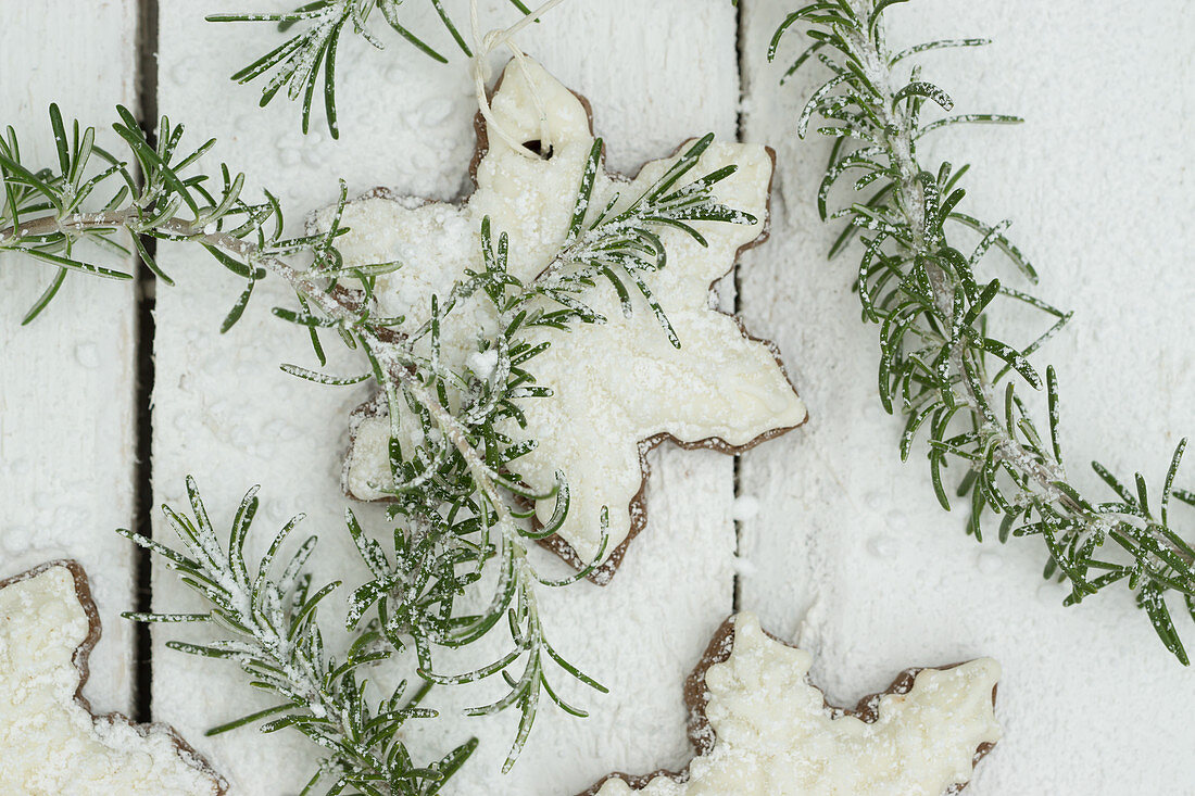 Snowflake biscuits with rosemary and icing sugar