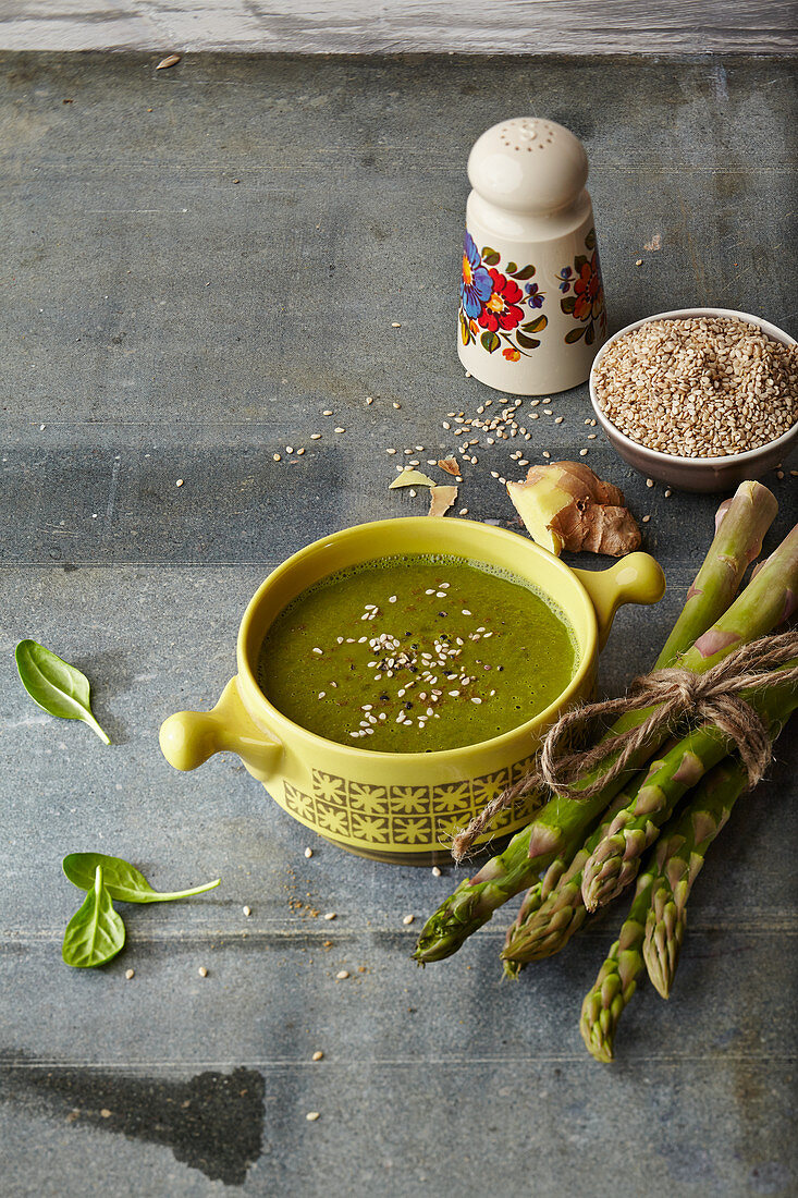 Blood Cleanser cup of soup: green asparagus with spinach and ginger