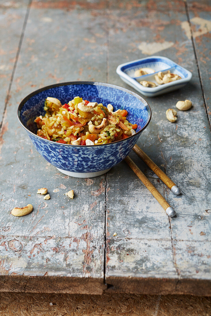 Natural rice with Chinese vegetables and cashew nuts