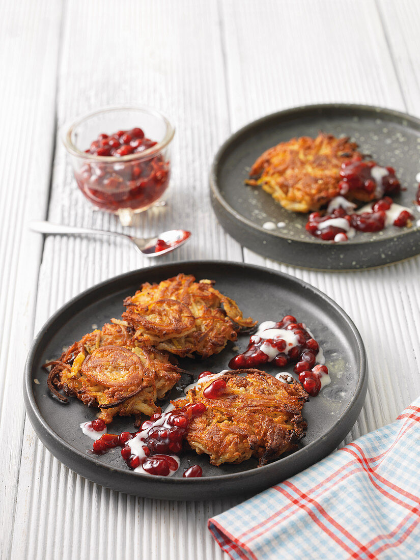 Parsnip fritter with pears and lingonberry compote