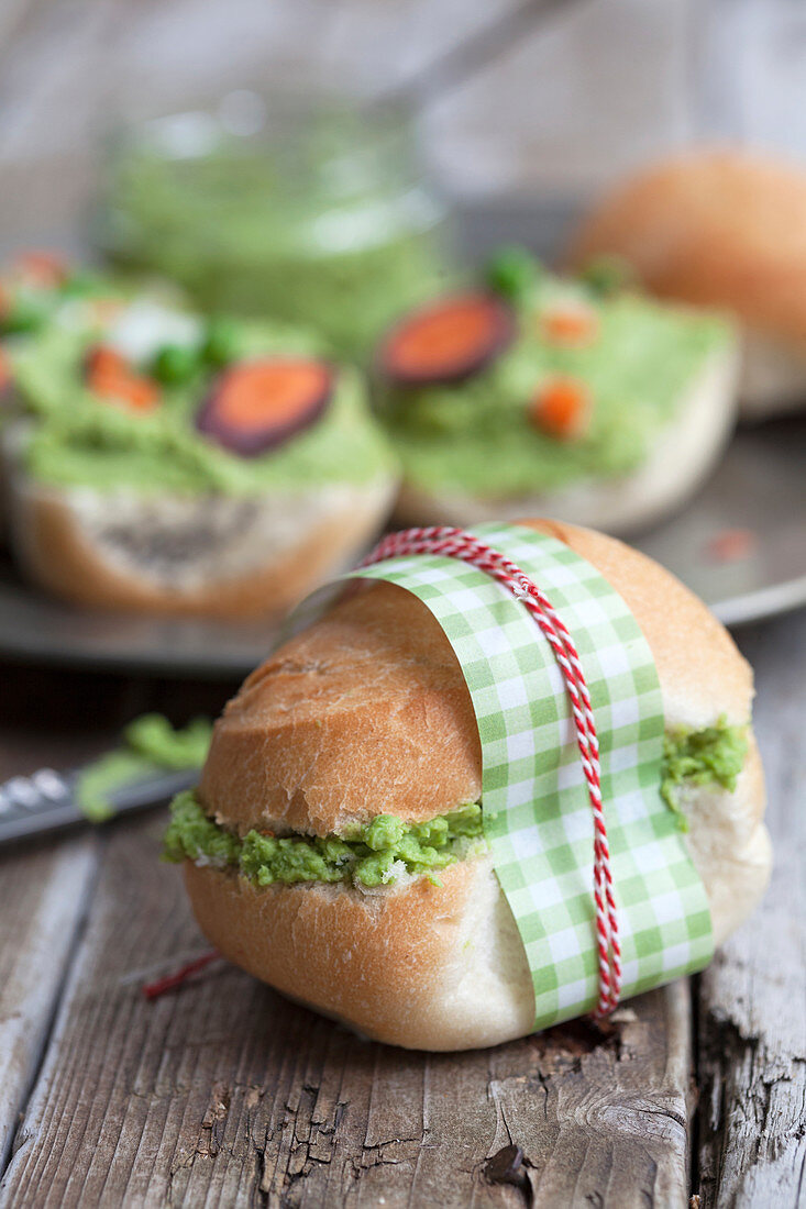 A sandwich with pea hummus, carrots and spring onions