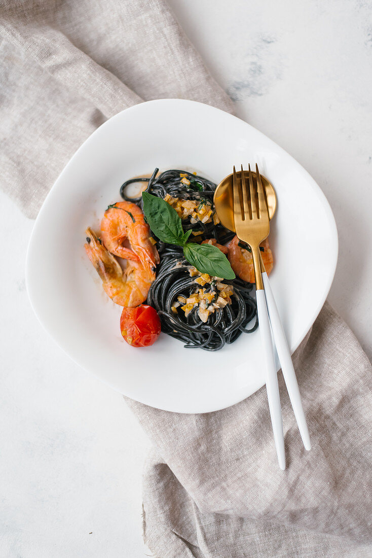 Black spaghetti with prawns in creamy sauce